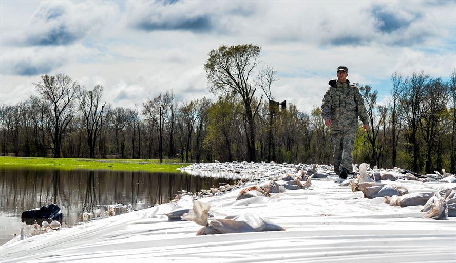 Louisiana-National-Guard-8-flood-march-2016